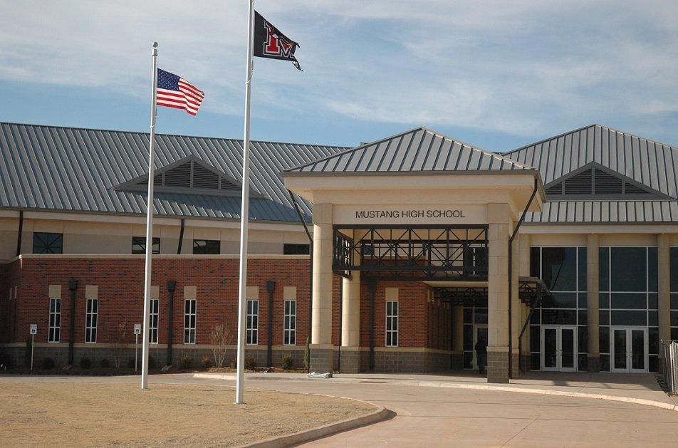 Mustang High School, Mustang