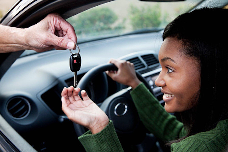 teen getting car keys to drive