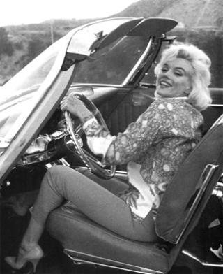 Marilyn Monroe in a convertible
