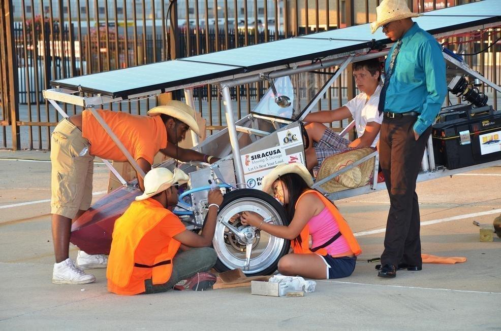 students fix solar car