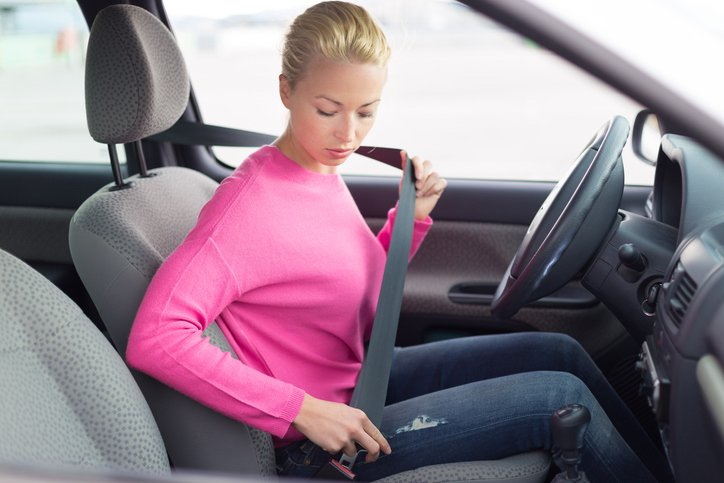 Girl buckling seatbelt to drive driversed.com