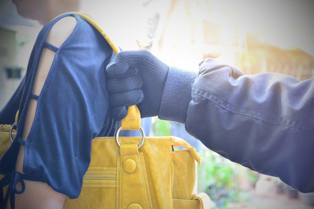 Best travel handbags - travel tips - pickpockets
