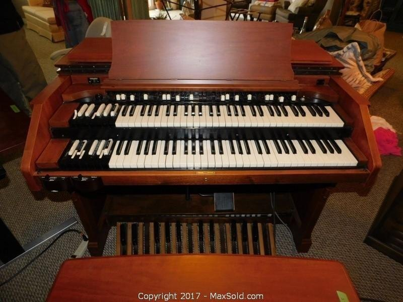 Electric Organ With Wurlitzer Sound Cabinet