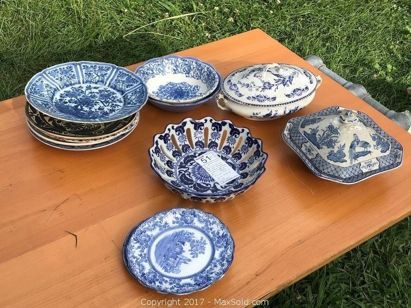 Vintage and Antique Blue and White China