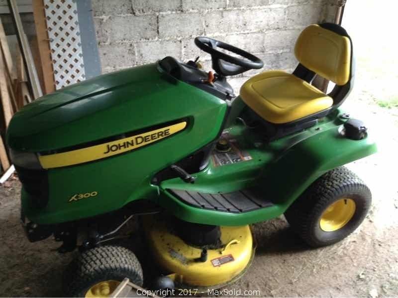 John Deere Riding Lawn Tractor