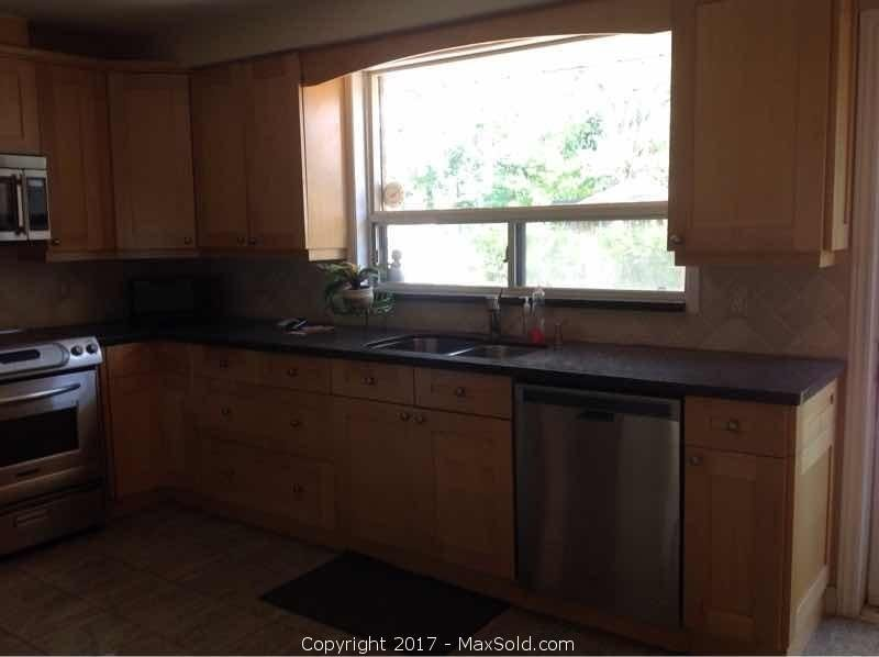 Kitchen Cabinets & Tops