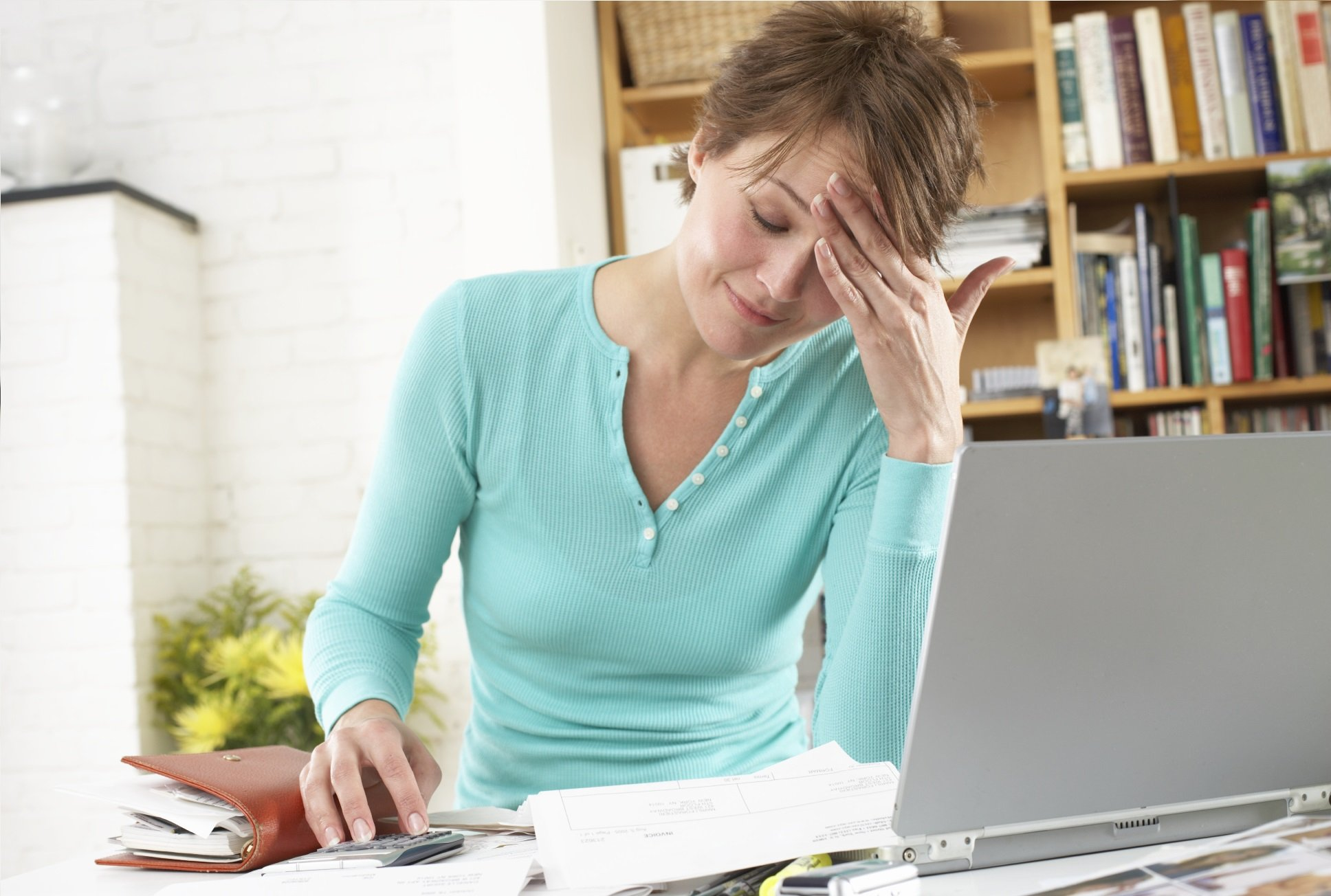 woman looking for the best health insurance without help