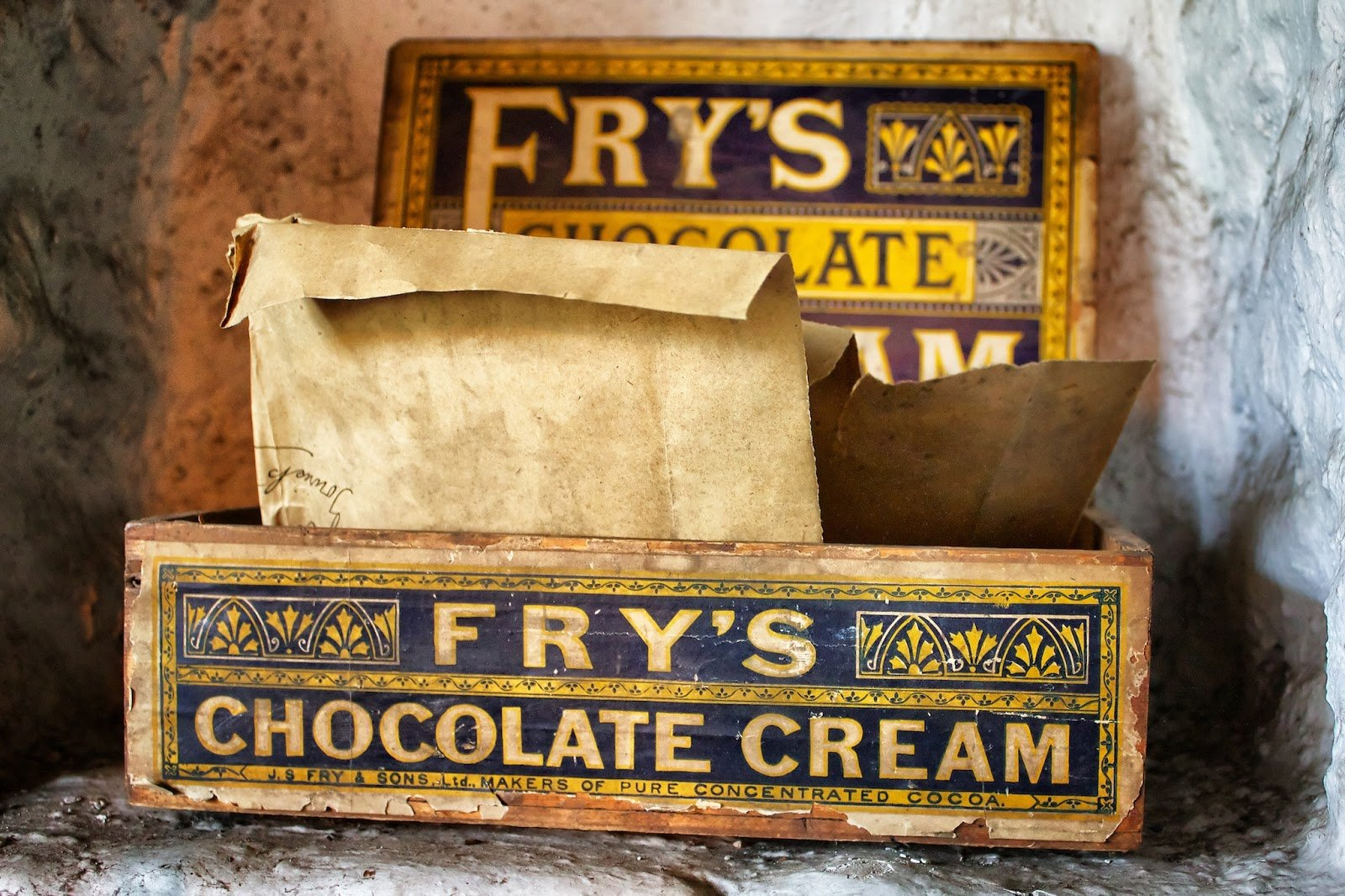 Chocolate History - The First Modern Chocolate Bar and Eating Chocolate