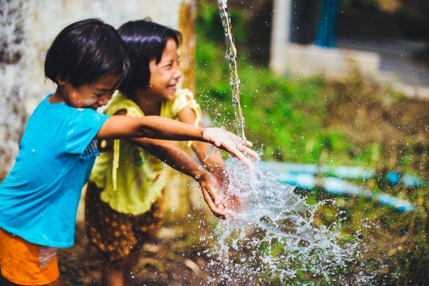 girls-playing-with-water