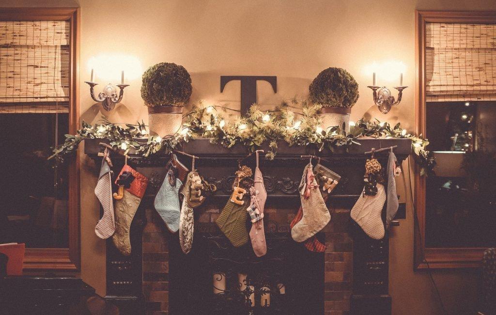 christmas-stockings-on-mantle