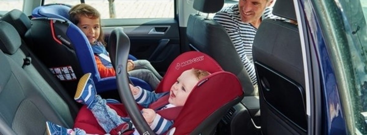 child car seats in the car